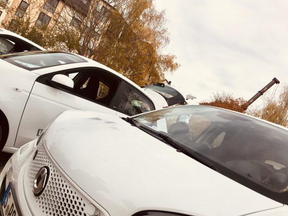 Prae Foto Übergabe e smart 560x420 - Im E-insatz für meine Stadt - Daimler AG spendet PräventSozial einen smart EQ forfour